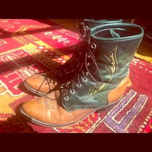 Vintage leather tie up roper riding boots; W8.5